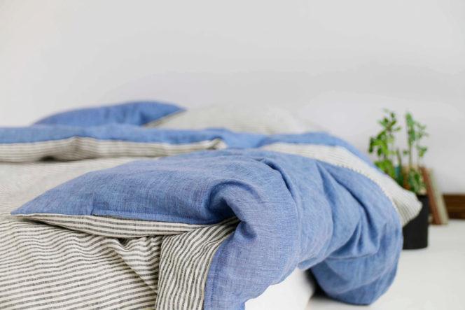 Lniany komplet pościeli w paski w kolorze niebieskim