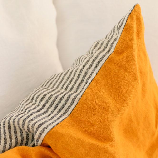 Poszewka lniana na poduszkę w kolorze musztardowym w paski