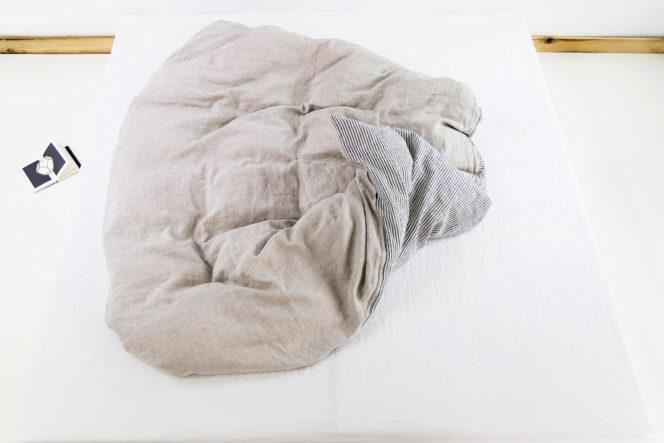 Poszewka lniana na kołdrę w paski w kolorze naturalnego lnu