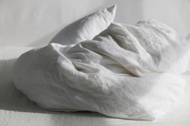 Śnieżno-biała poszewka na kołdrę