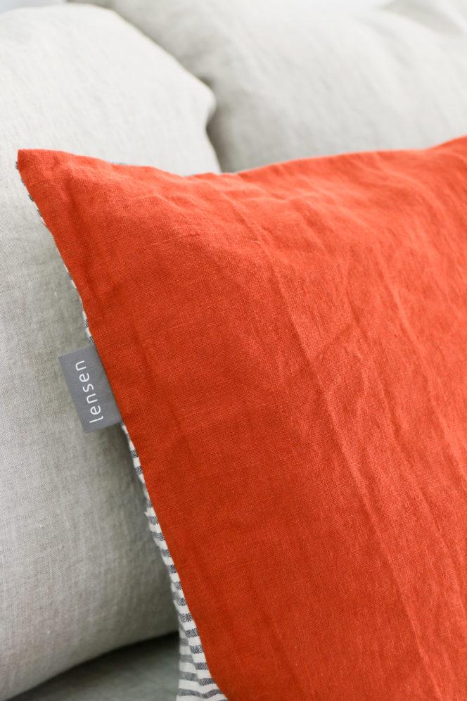 Poszewka lniana na poduszkę w kolorze ceglanym w paski