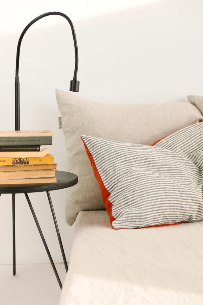 Ceglana poduszka na poduszkę w paski