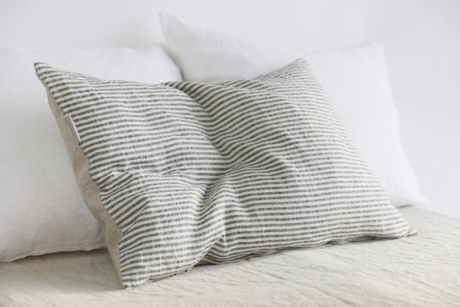 Poszewka lniana na poduszkę w kolorze naturalnego lnu w paski