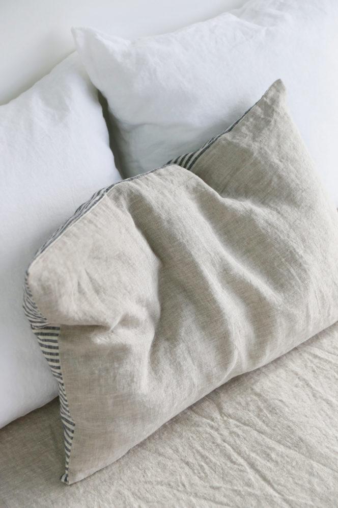 Poszewka na poduszkę w paski w kolorze naturalnego lnu