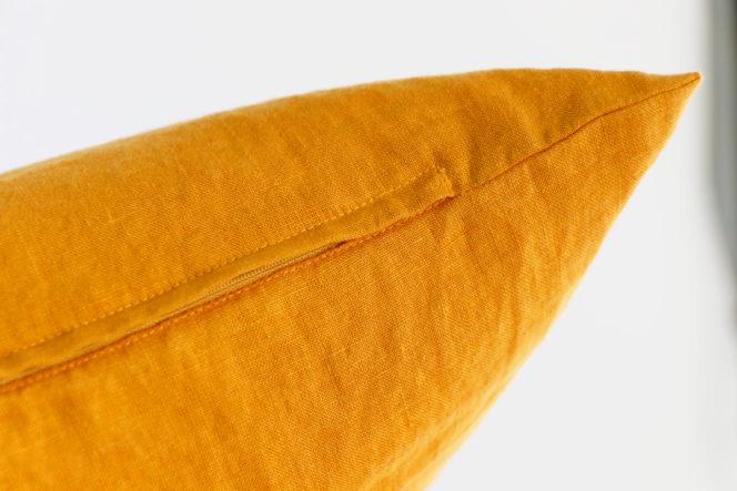 Lniana poszewka na poduszkę w kolorze musztardowym