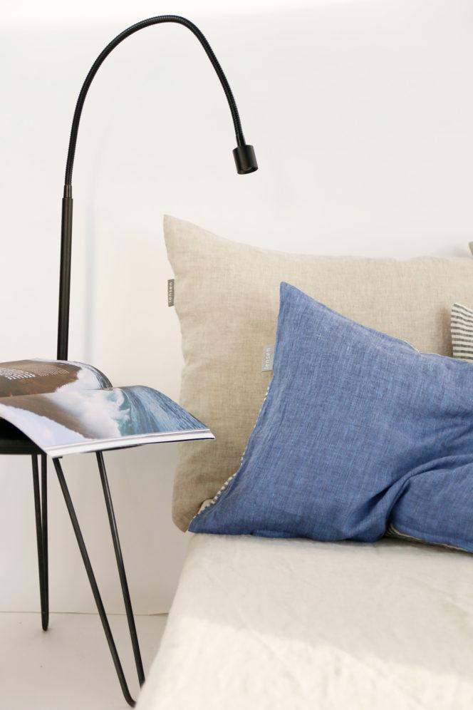 Poszewka na poduszkę niebieska w paski z lnu