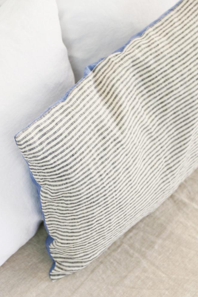 Poszewka na poduszkę niebieska w paski