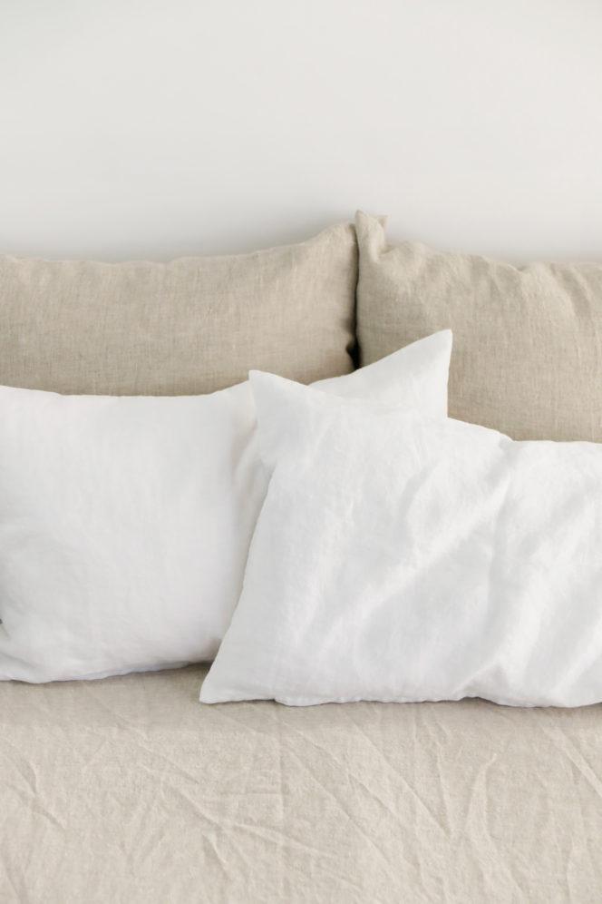 Lniana poszewka na poduszkę w kolorze śnieżno-białym