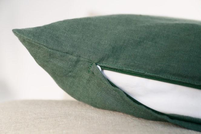 Lniana poszewka na poduszkę w kolorze dolarowa zieleń