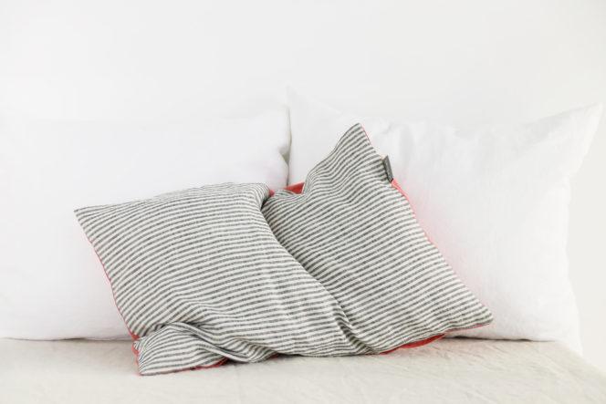 Poszewka na poduszkę w paski lniana w kolorze dusty rose