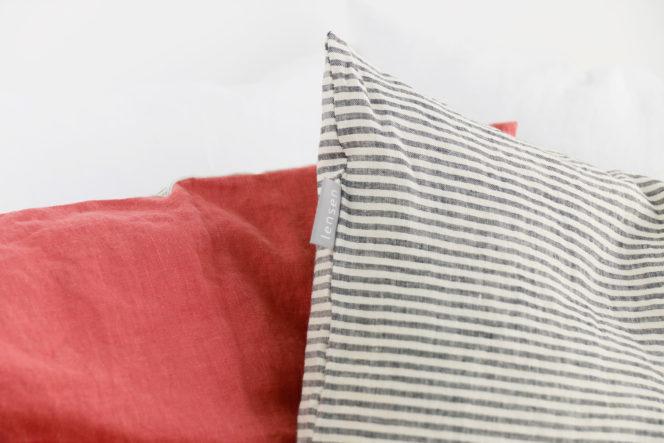 Poszewka na poduszkę w kolorze dusty rose w paski