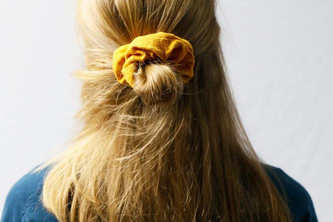 Gumka do włosów koloru musztardowego