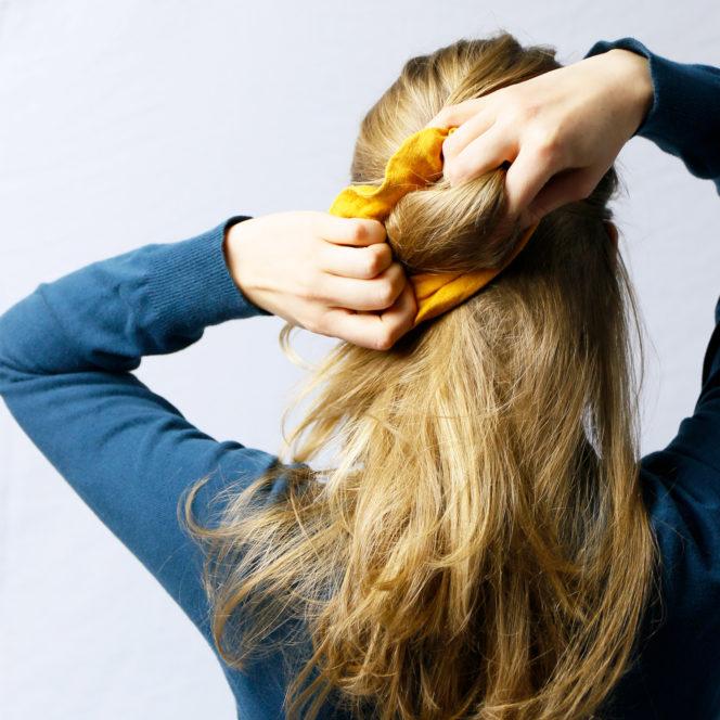 Gumka do włosów w kolorze musztardowym
