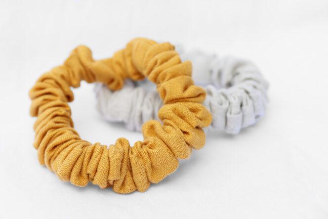 Musztardowa scrunchie